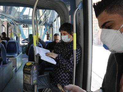 Israelis wearing face mask for fear of the coronavirus are seen in public transport in Jerusalem on March 17, 2020.  For Fear of Coronavirus, Israel Closes all Borders. The government orders all bars, restaurants and malls to close in an effort to contain the spread of virus. Photo by Yossi Zamir/Flash90 *** Local Caption *** åéøåñ ÷åøåðä îâôä ñéï éøåùìéí